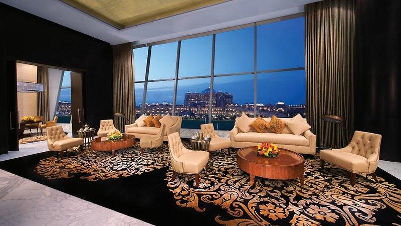 Abu Dhabi ab 857 € 4