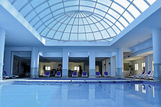 Hotel Premier Le Reve Hotel & Spa Hallenbad