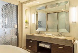Hotel Hilton Dubai Al Habtoor CityBadezimmer