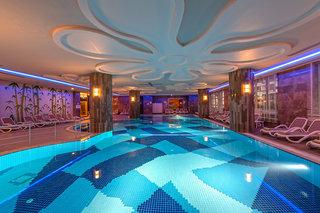 Hotel Kirman Belazur Resort & Spa Hallenbad