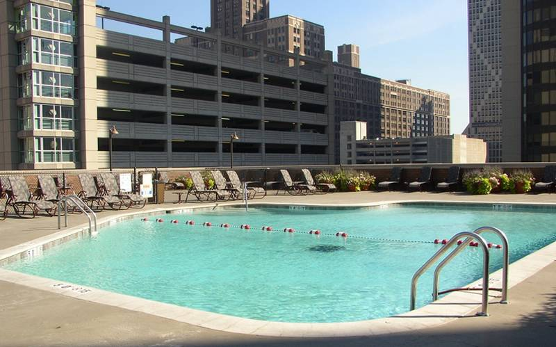 Doubletree Chicago Magnificent Mile Pool