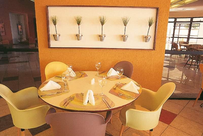 Iate Plaza Hotel  Restaurant