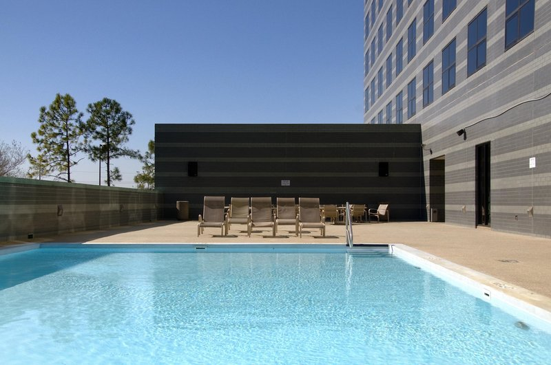 Hilton Houston North Pool