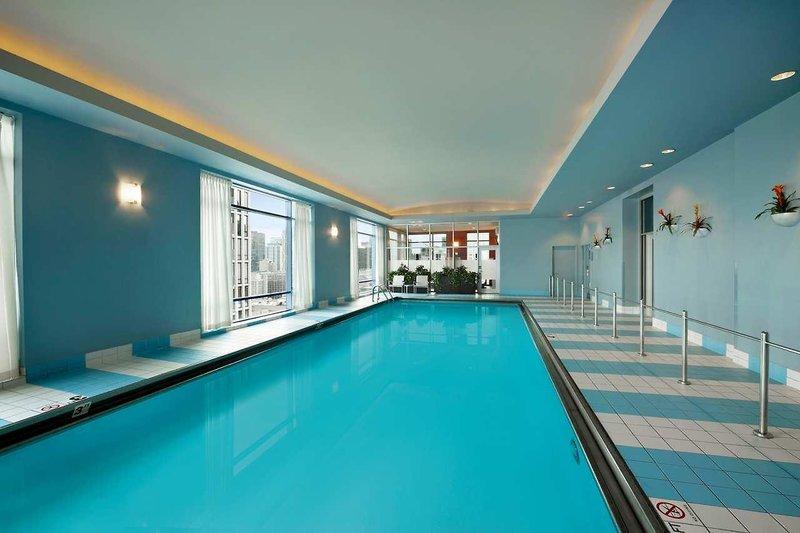 Hilton Suites Chicago Magnificent Mile Pool