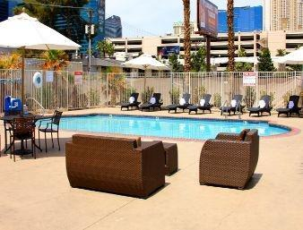 Howard Johnson by Wyndham Las Vegas near the Strip Pool