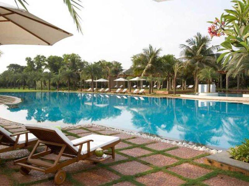 Waterstones Hotel Pool