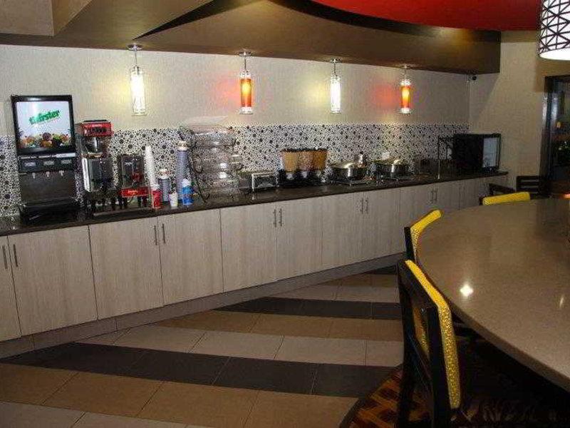 Best Western Plus Jackson Downtown-Coliseum Bar