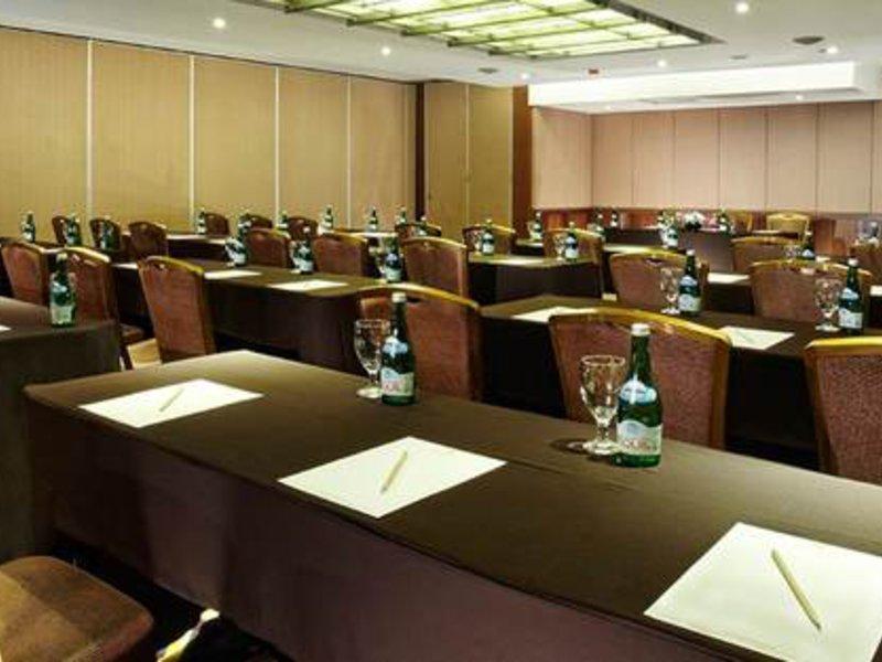 eL Royale Hotel Bandung Konferenzraum