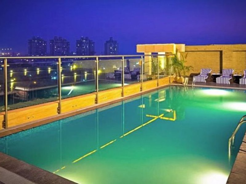 Country Inn & Suites By Carlson - Gurgaon, Sector 29 Pool