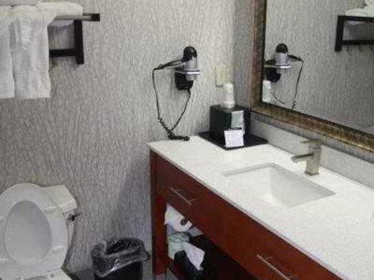 Best Western Plus Jackson Downtown-Coliseum Badezimmer