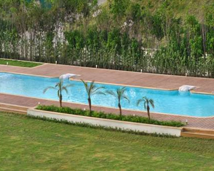 Four Points by Sheraton New Delhi Airport Highway Pool