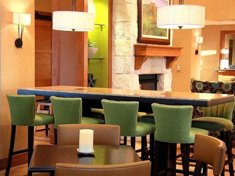Hampton Inn & Suites Austin-Airport Restaurant