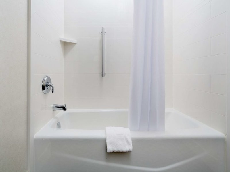Hampton Inn & Suites Dallas Downtown Badezimmer