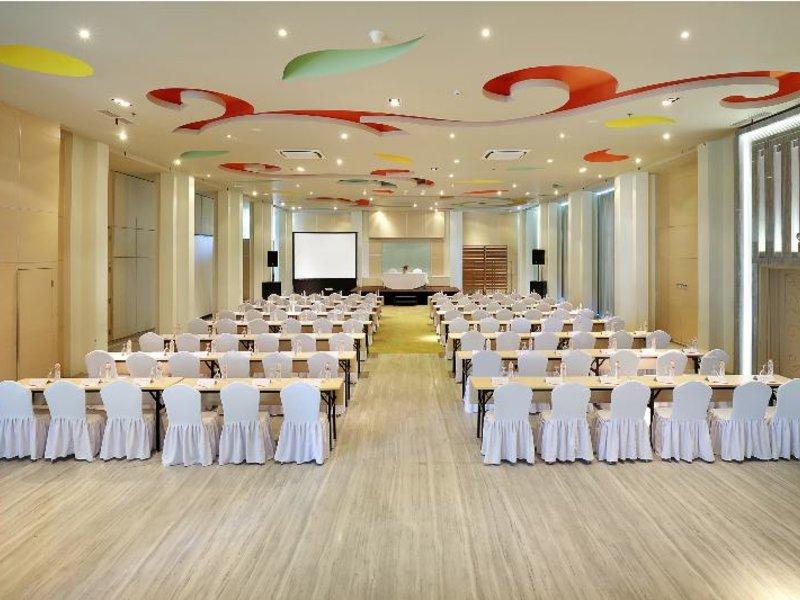 HARRIS Hotel & Residences Sunset Road Konferenzraum