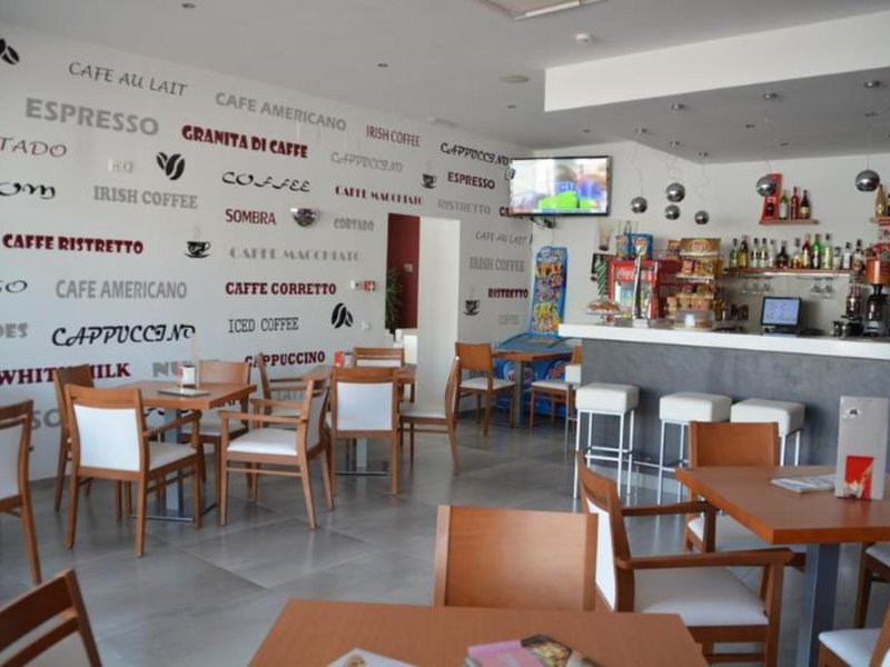 Mena Plaza Bar