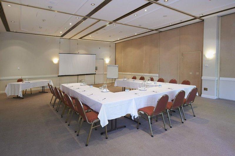 Pennant Hills Waldorf Apartment Hotel Konferenzraum