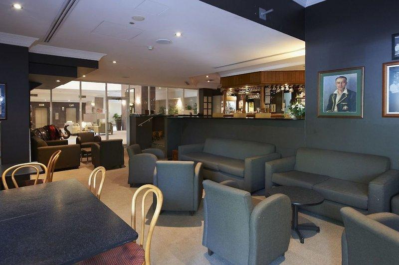 Pennant Hills Waldorf Apartment Hotel Bar