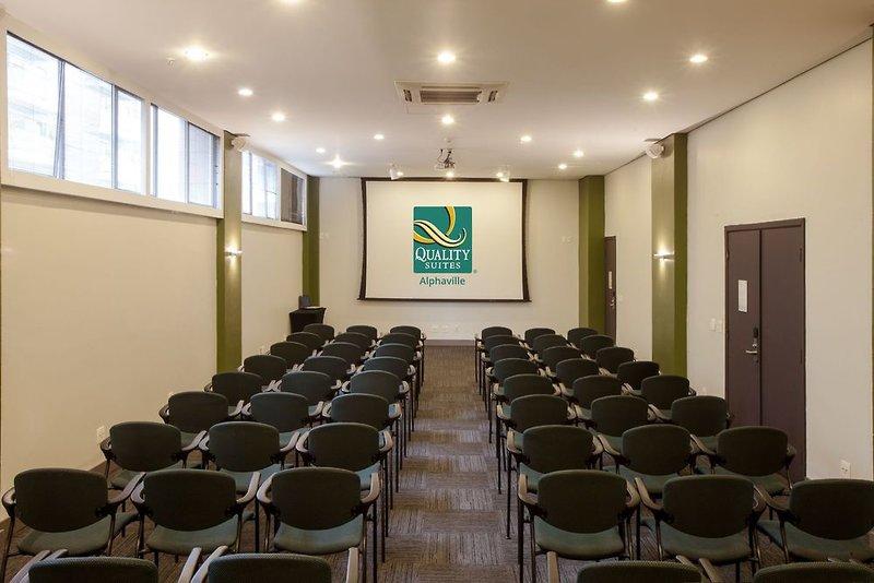 Quality Suites Alphaville Konferenzraum
