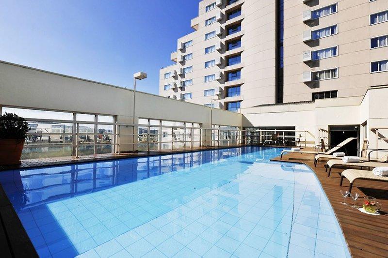 Quality Suites Alphaville Pool