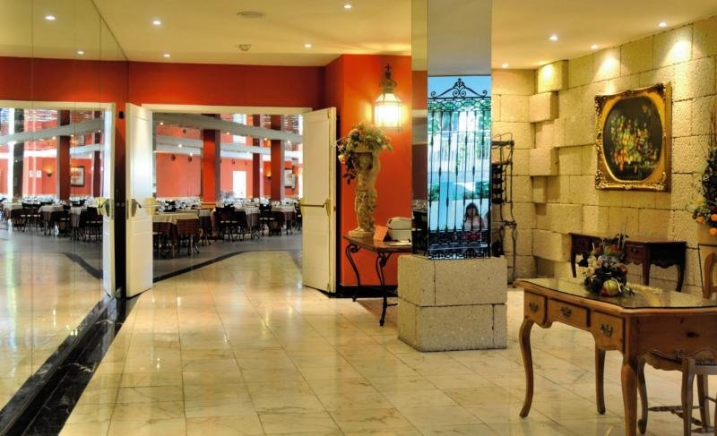La Quinta Park Suites & SpaBar