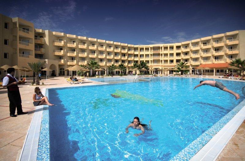 Houda Yasmine Pool