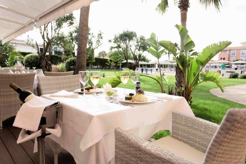 Grupotel Macarella Suites & Spa Terrasse
