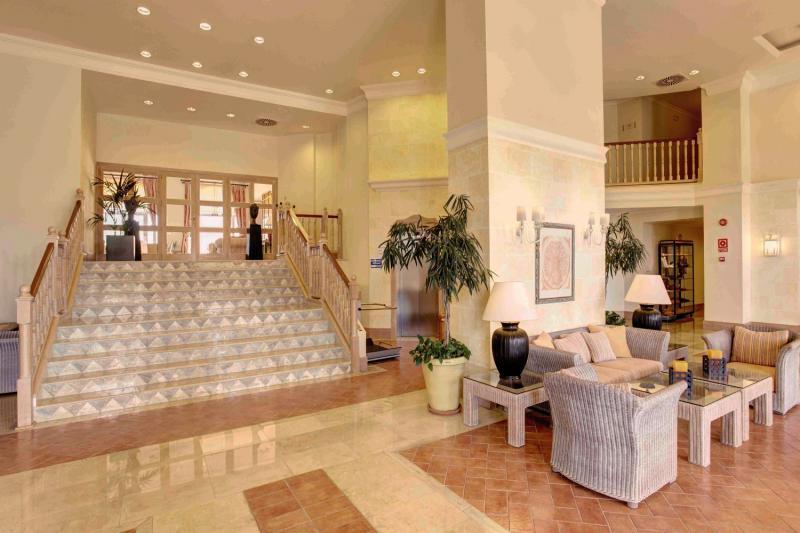 Grupotel Macarella Suites & Spa Lounge/Empfang