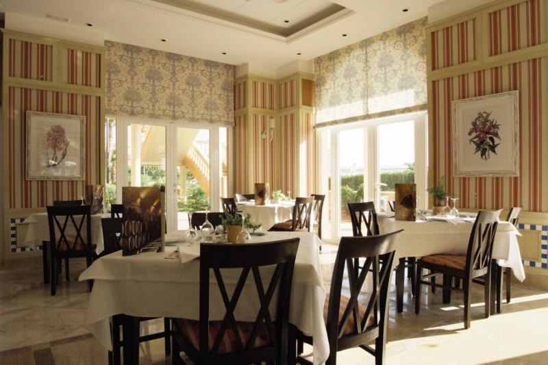 Grupotel Macarella Suites & Spa Restaurant