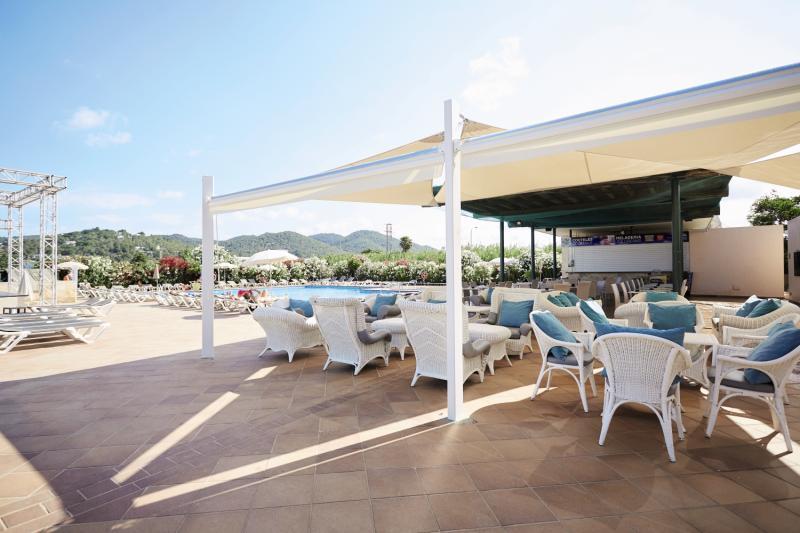 Invisa Hotel Es Pla - Erwachsenenhotel ab 18 Jahren Terrasse