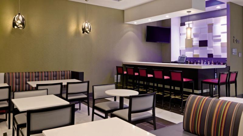 Fairfield Inn & Suites New York Queens/Queensboro Bridge Bar