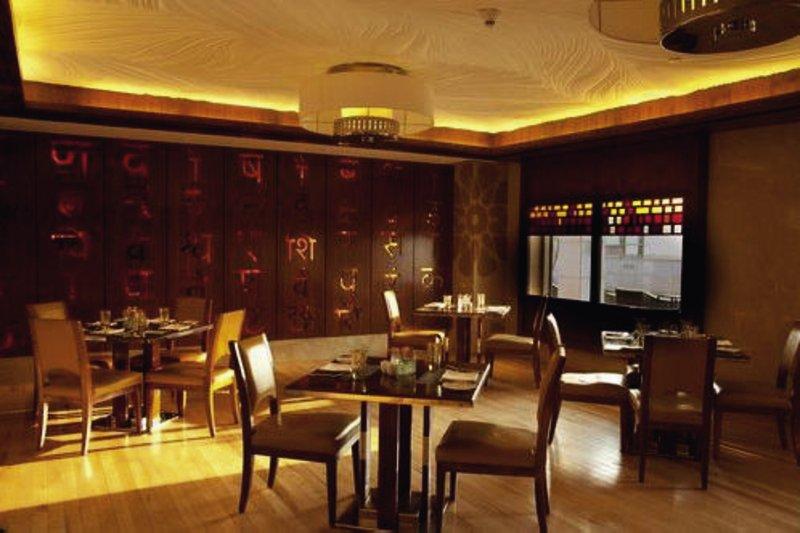 Crowne Plaza New Delhi Okhla Bar