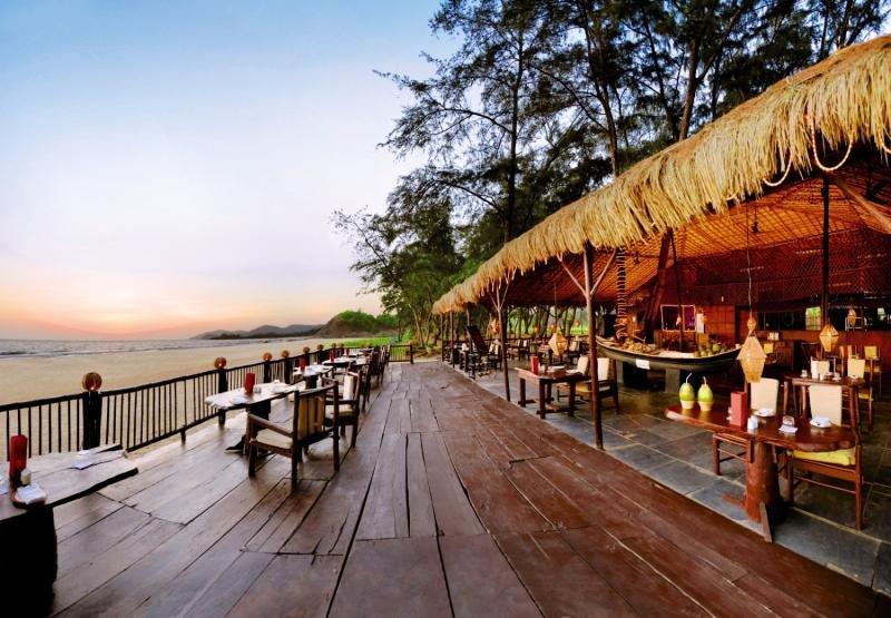 The LaLiT Golf & Spa Resort Goa Bar