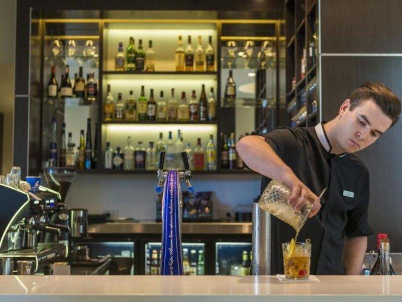 The Point Hotel Brisbane Bar