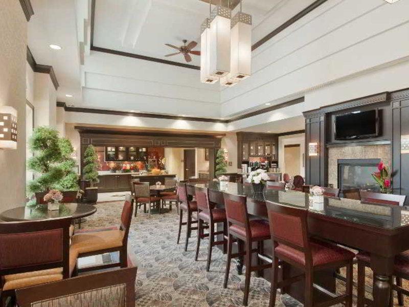 Homewood Suites by Hilton Toronto Airport Corporate Centre Bar
