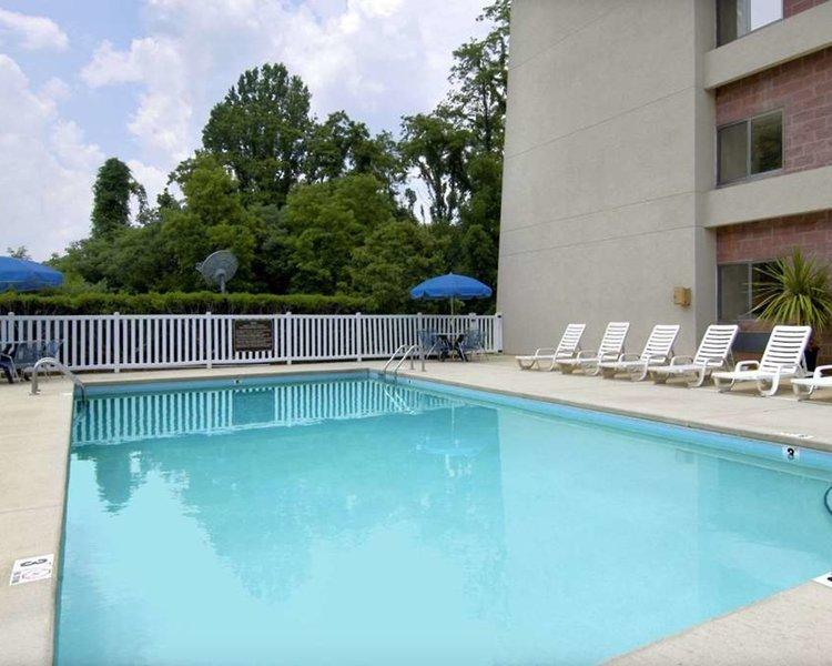 Baymont Inn & Suites Cherokee Smoky Mountains Pool