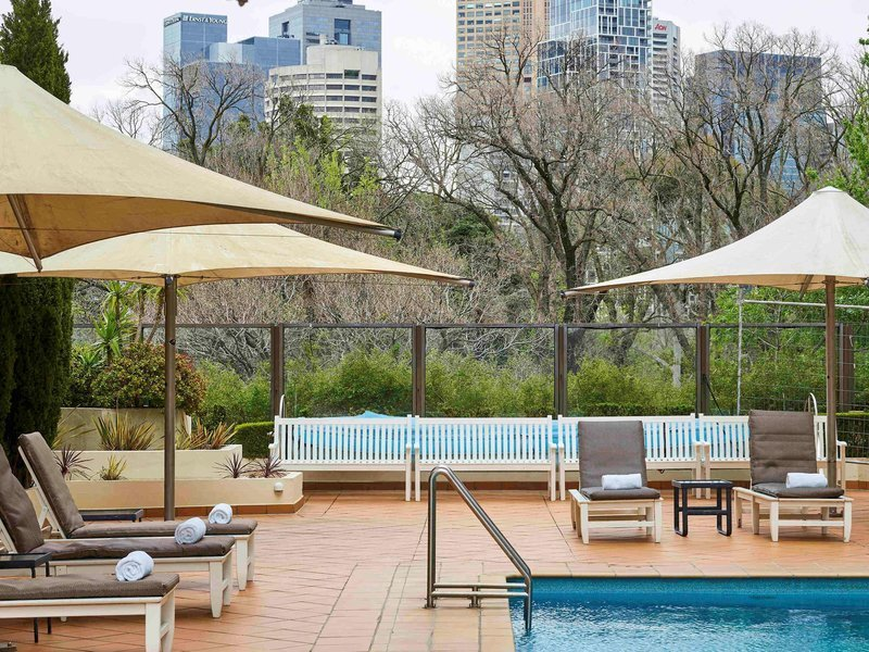 Pullman Melbourne On The Park Pool