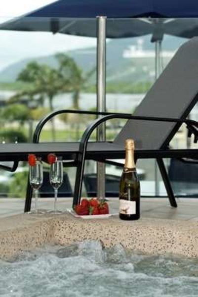 Park Regis Piermonde Apartments - Cairns Pool