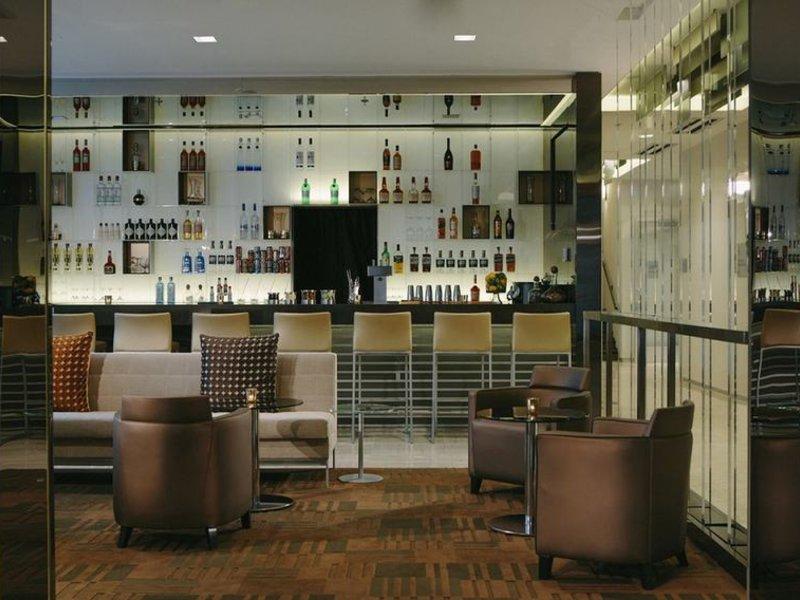 AC Hotels by Marriott Kansas City Westport Bar