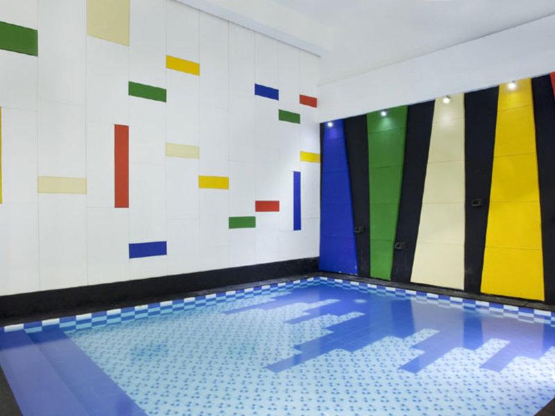 Amaris Cihampelas Pool