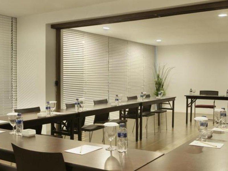 Amaris Cihampelas Konferenzraum