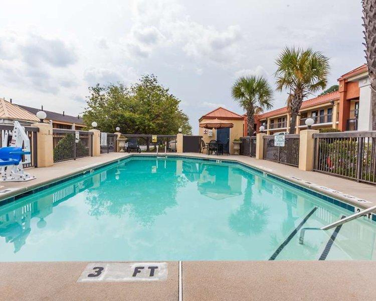 Baymont Inn & Suites Covington Pool