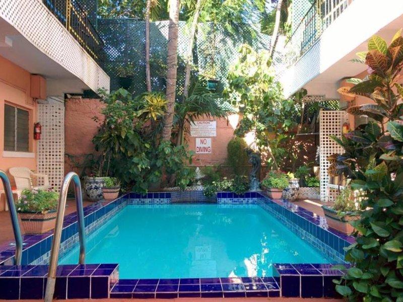 The Towne Pool
