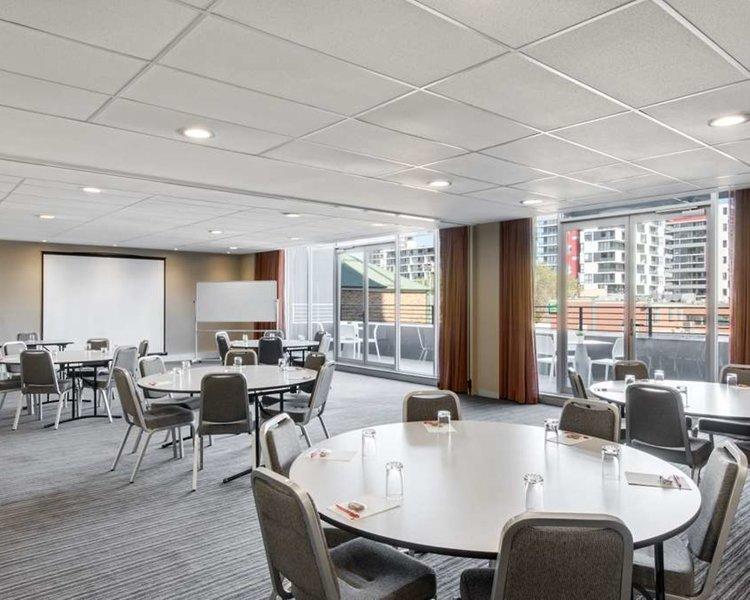 Adina Apartment Hotel Wollongong Restaurant