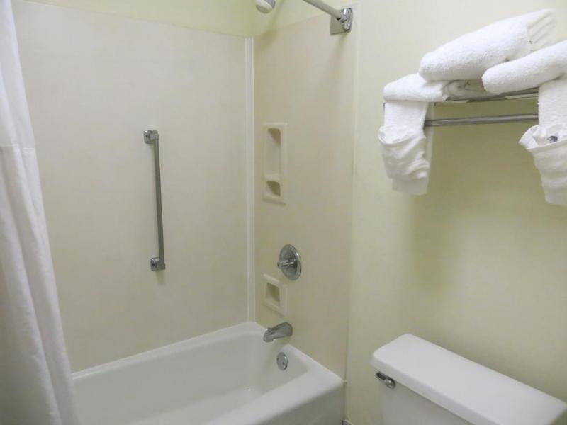 Baymont Inn Suites Florence Badezimmer