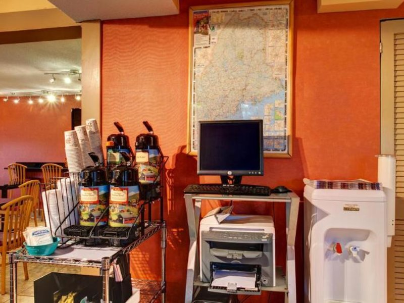 Econo Lodge Freeport Restaurant
