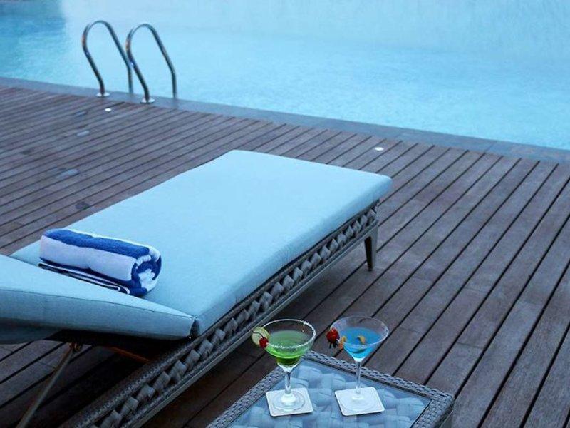 Vasa Hotel Surabaya Pool