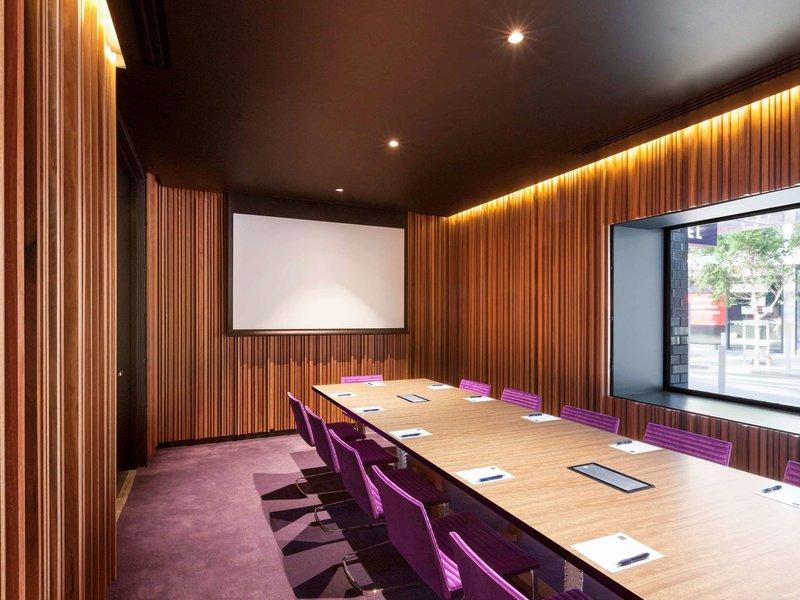 The Sebel Melbourne Docklands Konferenzraum
