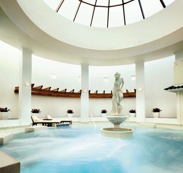 The Ritz Carlton, Bahrain Hotel & Spa Hallenbad