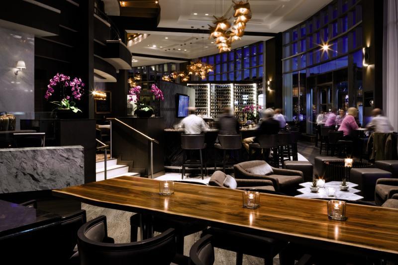 The Fairmont Waterfront Bar