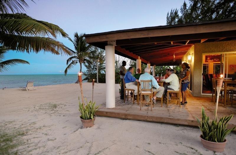 Swain´s Cay Lodge Bar